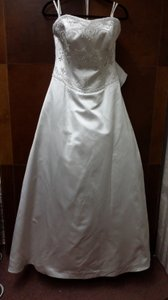 Moonlight Bridal E-1403 Wedding Dress