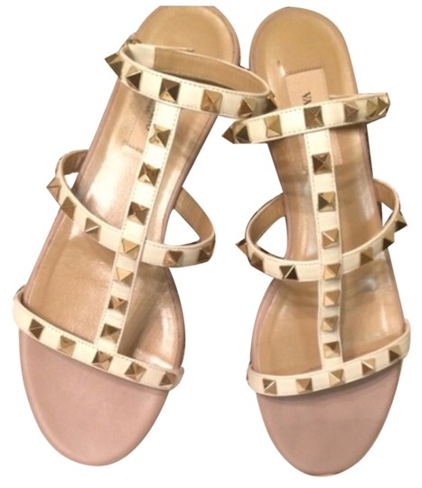 Preload https://item2.tradesy.com/images/valentino-white-and-gold-rock-studs-sandals-size-us-75-regular-m-b-4426786-0-0.jpg?width=440&height=440
