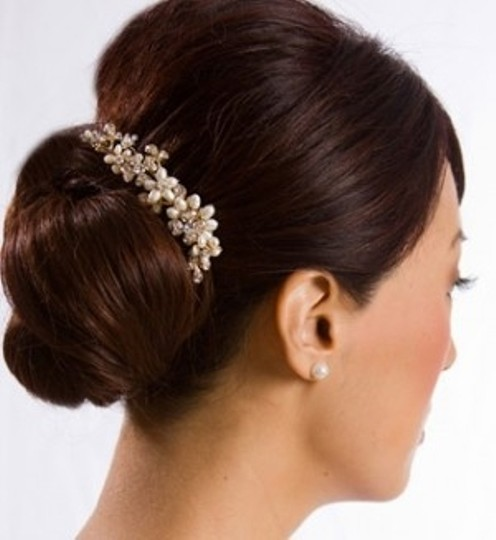 Preload https://item3.tradesy.com/images/ivorygold-plate-pearl-and-rhinestone-comb-hair-accessory-44727-0-0.jpg?width=440&height=440