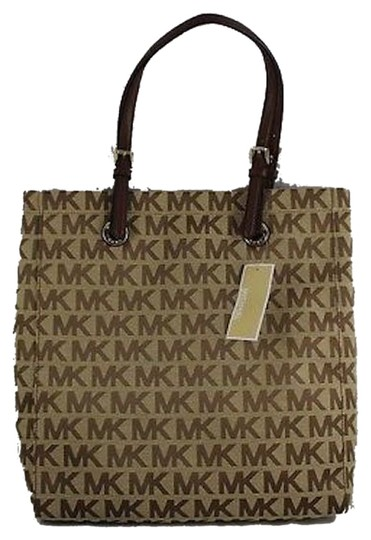 Preload https://item1.tradesy.com/images/michael-kors-jet-set-north-south-in-beige-ebony-mocha-canvas-tote-4479745-0-0.jpg?width=440&height=440