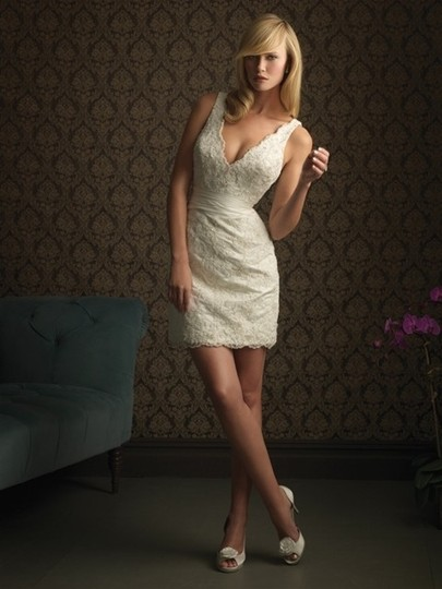 Preload https://img-static.tradesy.com/item/44970/allure-bridals-ivory-lace-far-and-away-style-940-wedding-dress-size-4-s-0-0-540-540.jpg