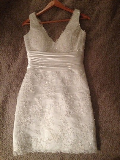 Allure Bridals Ivory Lace Far and Away Style 940 Wedding Dress Size 4 (S)