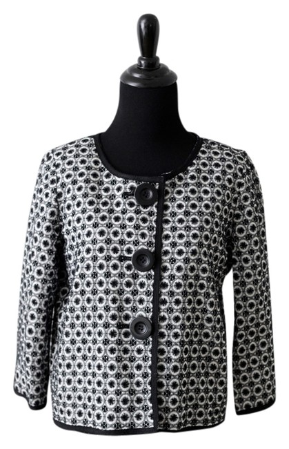 Preload https://item1.tradesy.com/images/max-studio-short-black-and-white-jacket-4511020-0-0.jpg?width=400&height=650