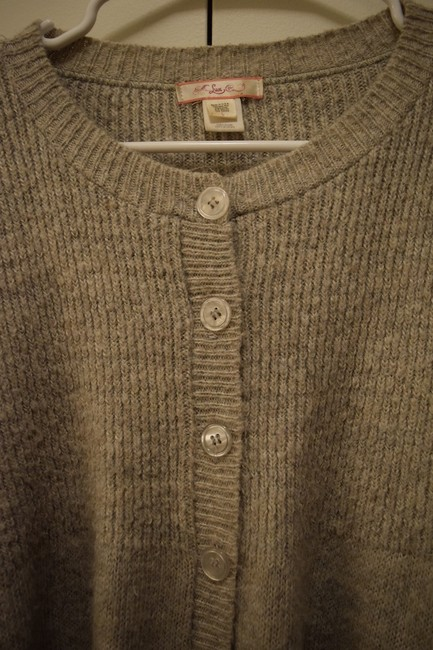Lux Cute Bubble Sweater Buttons Halfway Half Fans Out Warm Fall Winter Cardigan