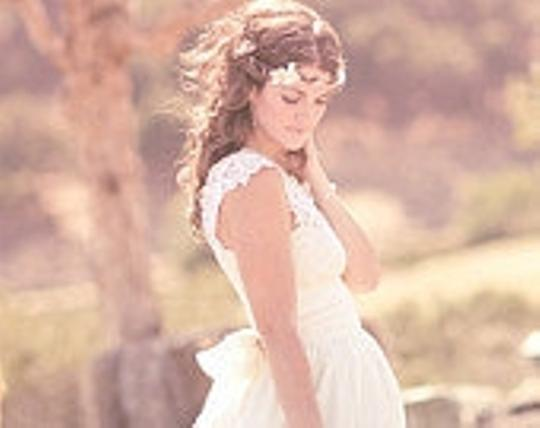 Preload https://item4.tradesy.com/images/ivory-whichgoose-flower-crown-maiden-floral-hair-accessory-45353-0-0.jpg?width=440&height=440