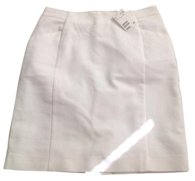 Preload https://item2.tradesy.com/images/h-and-m-white-pencil-knee-length-skirt-size-12-l-32-33-4544146-0-1.jpg?width=400&height=650