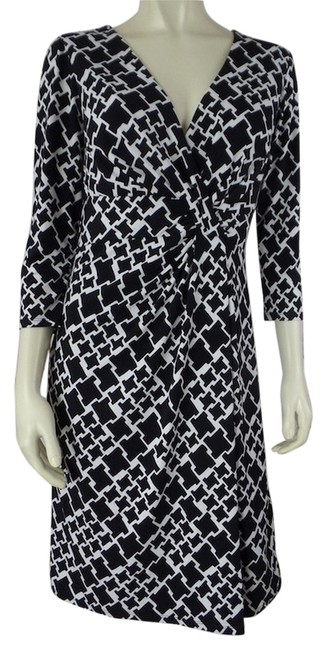 Preload https://item1.tradesy.com/images/white-house-black-market-size-8-pullover-34-sleeves-dress-black-and-white-geometric-4547020-0-0.jpg?width=400&height=650