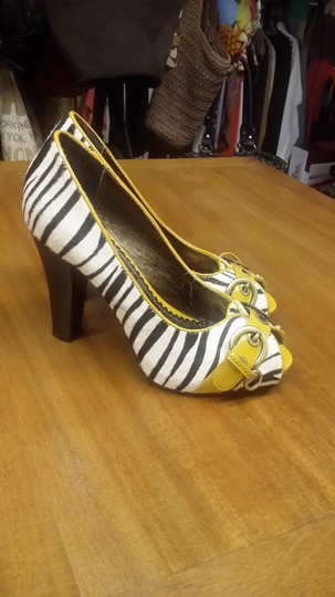 Naughty Monkey Zebra print yellow Pumps