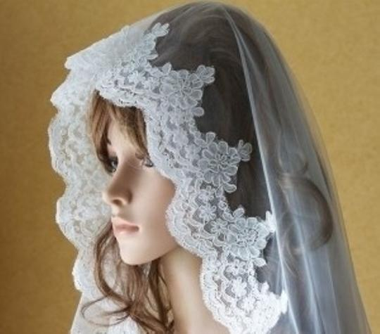 Ivory Long Cathedral Length Alencon Lace Edge Mantilla Vg1001 Bridal Veil