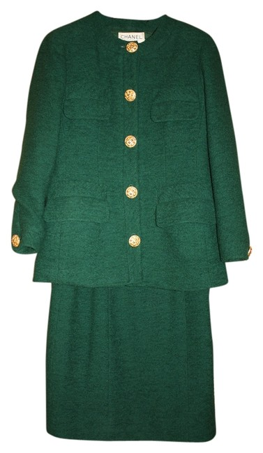 Item - Green Boucle' Classic 2-piece - Think Jackie-o Skirt Suit Size 8 (M)