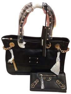 LA DESIGNER HANDBAG Satchel in Black