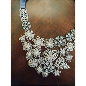Banana Republic Silver And Stone Bid Statement Necklace
