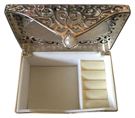 Preload https://item4.tradesy.com/images/things-remembered-silver-jewelry-box-4554298-0-6.jpg?width=440&height=440
