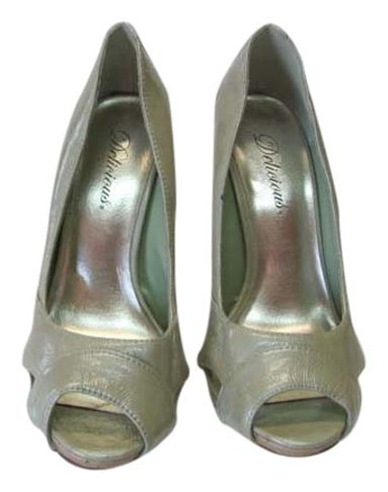 Delicious New Good Condition Size 7m light mint green Pumps