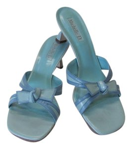 Michelle D Good Condition Leather Size 7.50 light blue Sandals