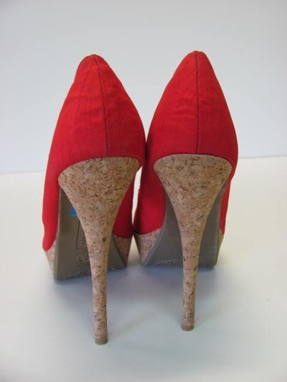 Bamboo New Excellent Condition Size 8m Red, Tan Platforms