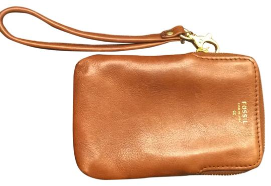 Preload https://item3.tradesy.com/images/fossil-issue-no-1954-brown-leather-clutch-4561372-0-0.jpg?width=440&height=440
