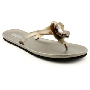 Kenneth Cole Reaction Sandy Beach Womens Pewter Thong Flip Flops Brown Sandals
