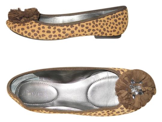 Preload https://item5.tradesy.com/images/enzo-angiolini-tan-and-brown-camson-animal-print-flats-size-us-75-regular-m-b-4579984-0-0.jpg?width=440&height=440