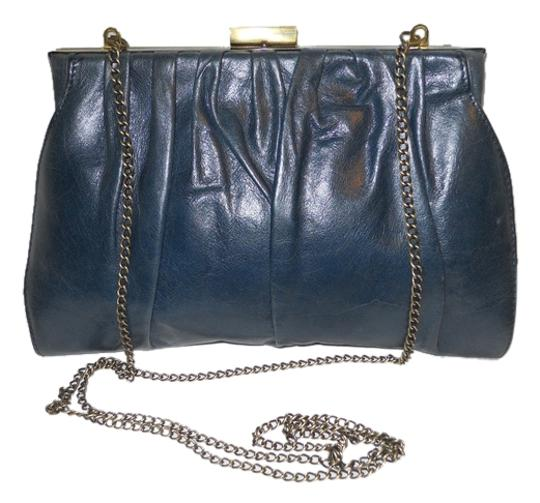 Preload https://item5.tradesy.com/images/hobo-international-with-chain-strap-blue-leather-clutch-4580899-0-0.jpg?width=440&height=440