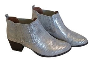 Anthropologie Anthrofave Chelsea Low Leather & Sons 7 Pull On Heel Womens Silver Boots