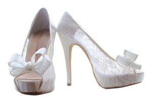 Chinese Laundry White Pumps
