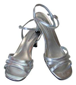 Predictions New Excellent Condition Size 6.00 silver Sandals