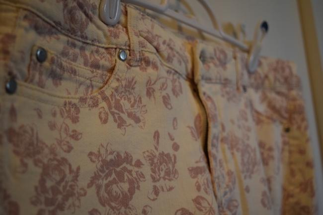 Forever 21 Stretchy Stretch Lovely Floral Flower Floral Pattern Mini Spring Summer Pink White Cream Cut Off Shorts Ivory