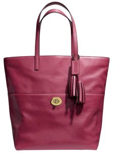 Coach Tote in Wine red