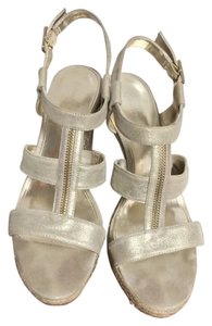 Calvin Klein Wedge Tstrap Spring Flirty Metallic Gold Sandals