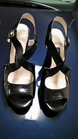 Dana Buchman black Wedges