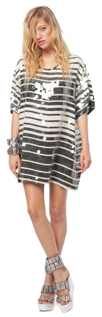 Item - Black and White Pailette Oversized T-shirt Mini Mod Sequin 60s S Defects Short Night Out Dress Size 4 (S)