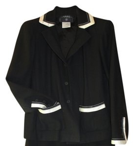 Chanel Vintage Classic Exclusive Black with White Detail Jacket