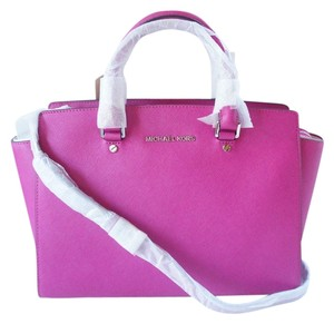 Michael Kors Satchel in Fuchsia