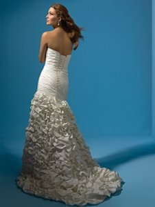 Alfred Angelo 2117 Wedding Dress