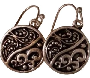 NEW - Contrast Scroll Earrings