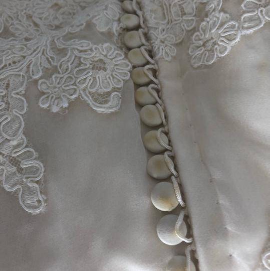 Vera Wang Ivory Alencon Lace Luxe Formal Wedding Dress Size 14 (L)