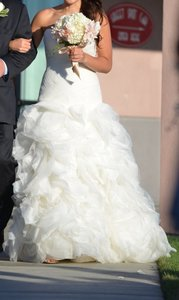 White by Vera Wang Ivory Organza and Tulle Vw351172 Wedding Dress Size 6 (S)