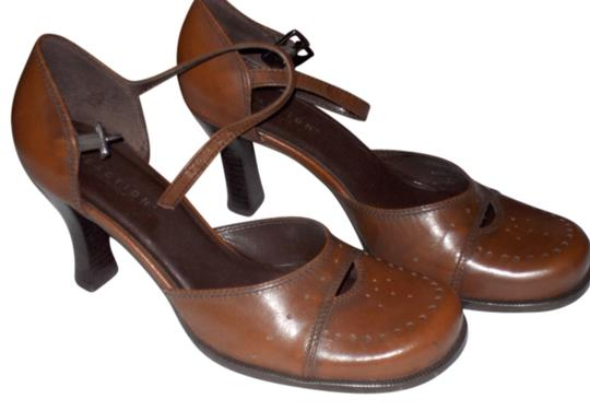 Kenneth Cole Reaction Comfortable Classic Brown Pumps