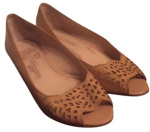 Joan & David Tan Wedges