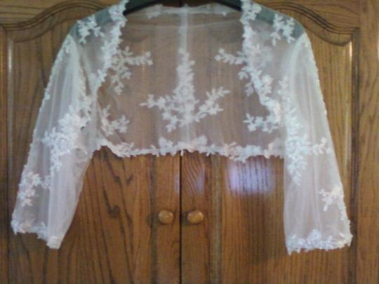 Preload https://item3.tradesy.com/images/ivory-with-lace-bolero-46362-0-0.jpg?width=440&height=440