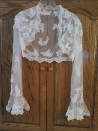 Preload https://item2.tradesy.com/images/ivory-lace-jacket-46366-0-0.jpg?width=440&height=440