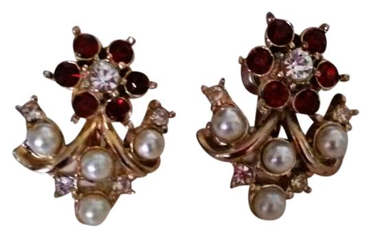 Preload https://item3.tradesy.com/images/other-beautiful-vintage-clip-on-earrings-4654102-0-0.jpg?width=440&height=440