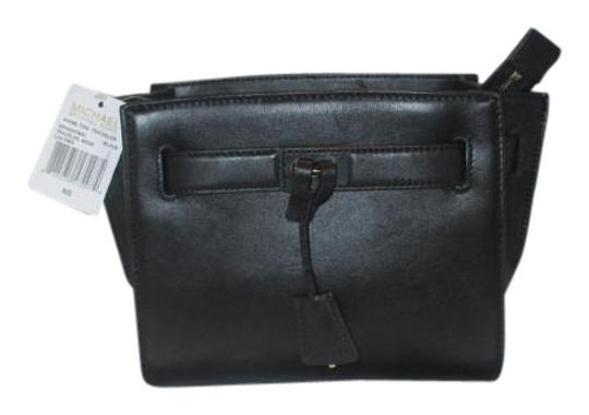 Preload https://item3.tradesy.com/images/michael-kors-hamilton-traveler-messenger-black-leather-cross-body-bag-4656082-0-2.jpg?width=440&height=440