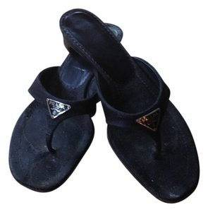Prada Sandas Thong Sandals. Black Flats