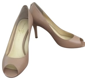 Ivanka Trump beige Pumps