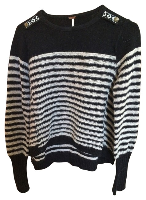 Preload https://item2.tradesy.com/images/free-people-black-and-white-sweaterpullover-size-4-s-4662991-0-0.jpg?width=400&height=650