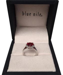 Blue Nile Blue Nile Garnet and Diamond ring. Item Number 44922