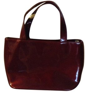 Tote in shiny maroon
