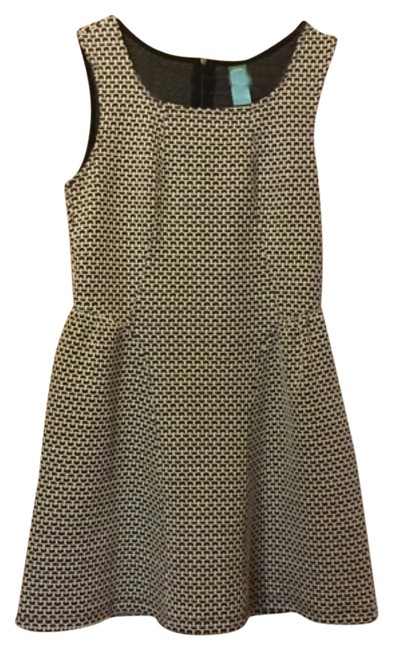 Preload https://item1.tradesy.com/images/above-knee-short-casual-dress-size-6-s-4666090-0-0.jpg?width=400&height=650